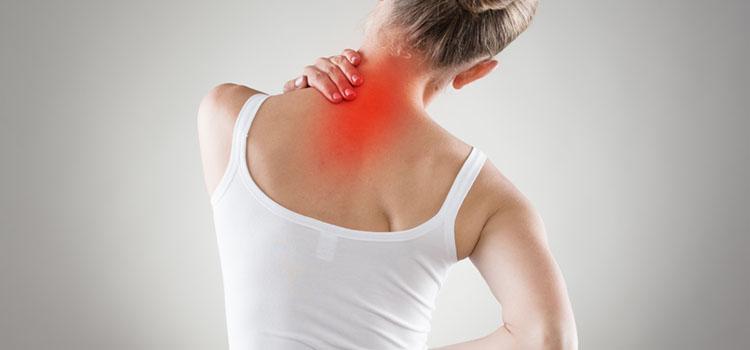 Ansicht Rücken Frau Nackenschmerzen