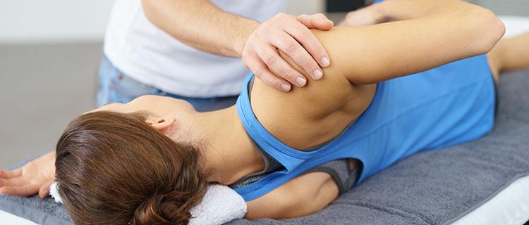 Behandlung Chirotherapie Frau