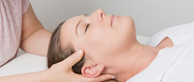 Behandlung Frau Kopf